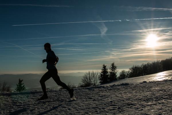 Silueta běžce v západu slunce. Autor: Lukáš Budínský (foto.lukasx.cz), Fotoaparát: Canon EOS 70D, Objektiv: 18-35mm