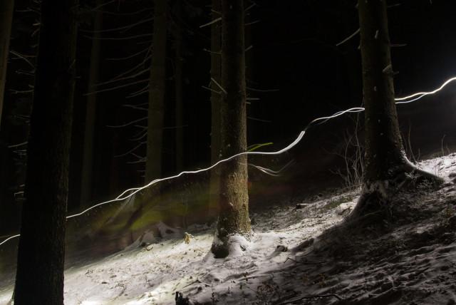 Čelovky na závodě LH24 na dlouhou expozici. Autor: Lukáš Budínský (foto.lukasx.cz), Fotoaparát: Canon EOS 70D, Objektiv: 18-35mm