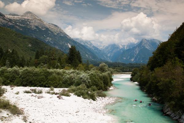 Julské Alpy, řeka Soča. Autor: Lukáš Budínský (foto.lukasx.cz), Fotoaparát: Canon EOS 500D, Objektiv: 17-50mm