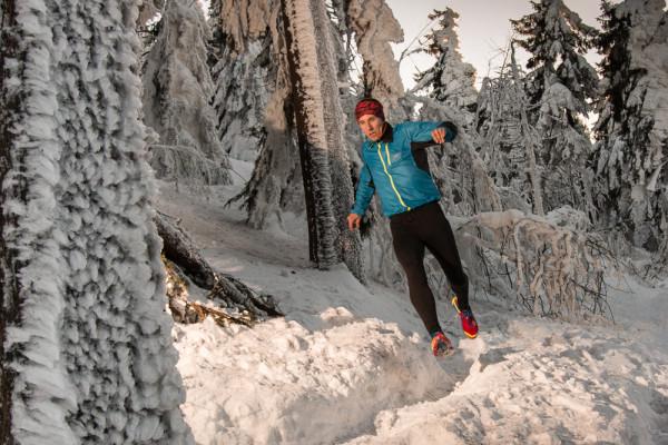 Terénní běh po sněhu. Autor: Lukáš Budínský (foto.lukasx.cz), Fotoaparát: Canon EOS 70D, Objektiv: 18-35mm