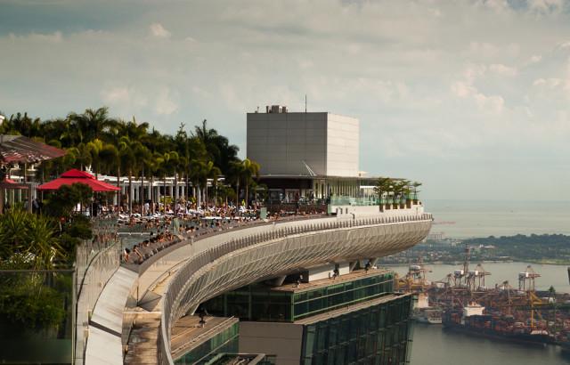 Marina Bay Sands pool. Autor: Lukáš Budínský (foto.lukasx.cz), Fotoaparát: Canon EOS 500D, Objektiv: 17-50mm
